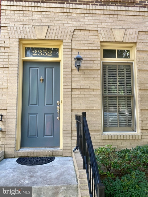 3 Bedrooms, Wheaton - Glenmont Rental in Washington, DC for $2,650 - Photo 2