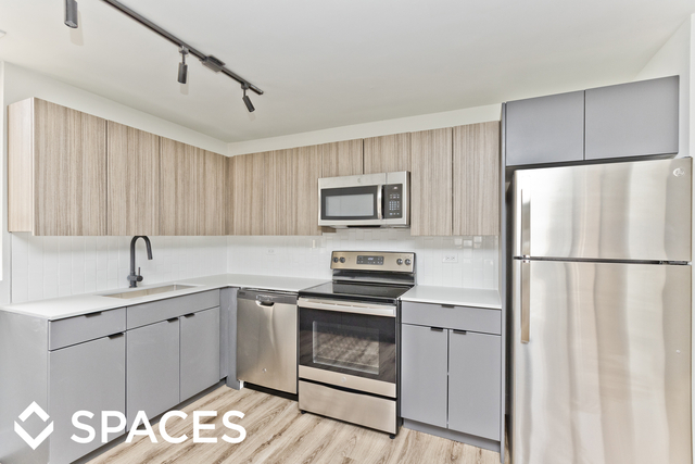 1 Bedroom, Gold Coast Rental in Chicago, IL for $2,025 - Photo 2