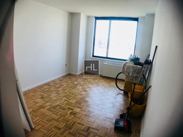 2 Bedrooms, Battery Park City Rental in NYC for $6,610 - Photo 2