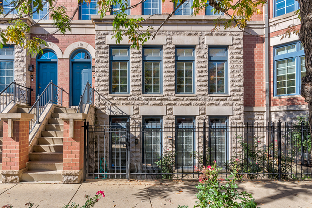 3 Bedrooms, River North Rental in Chicago, IL for $5,700 - Photo 2