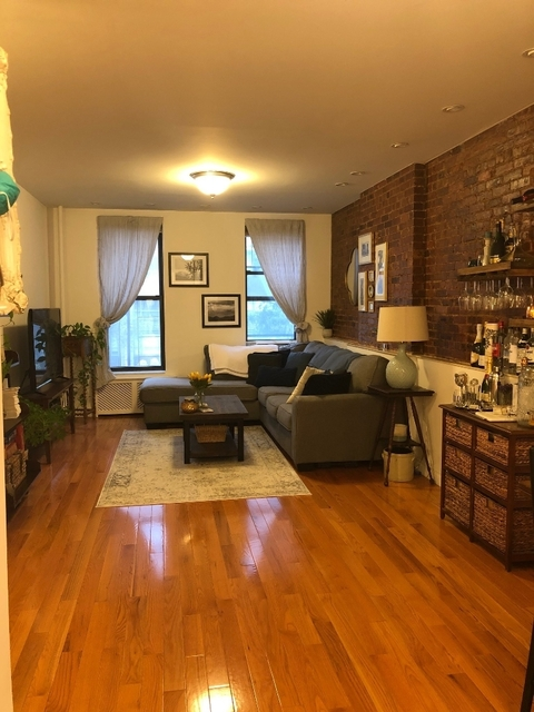 1 Bedroom, Yorkville Rental in NYC for $2,400 - Photo 2