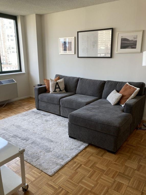 2 Bedrooms, Lincoln Square Rental in NYC for $3,320 - Photo 1