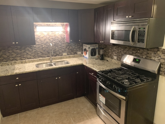 3 Bedrooms, The Gap Rental in Chicago, IL for $1,800 - Photo 2