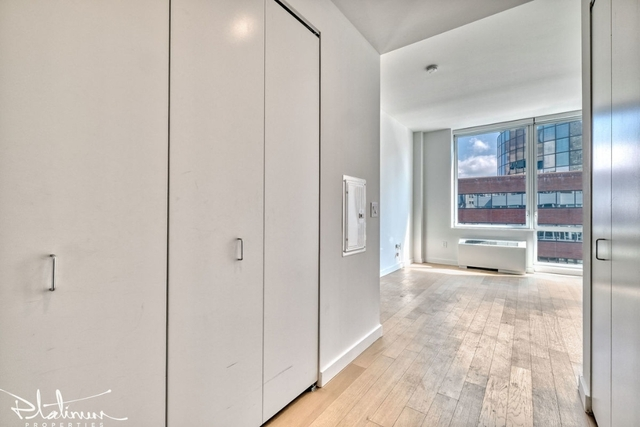 3 Bedrooms, Financial District Rental in NYC for $6,100 - Photo 2