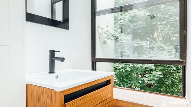 3 Bedrooms, Bedford-Stuyvesant Rental in NYC for $2,275 - Photo 2