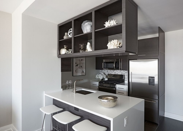 2 Bedrooms, Hell's Kitchen Rental in NYC for $5,399 - Photo 2