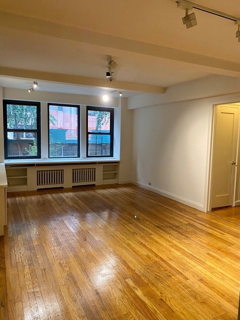 2 Bedrooms, Tudor City Rental in NYC for $3,990 - Photo 1