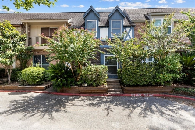 3 Bedrooms, West Bayou Oaks Townhome Rental in Houston for $1,950 - Photo 1