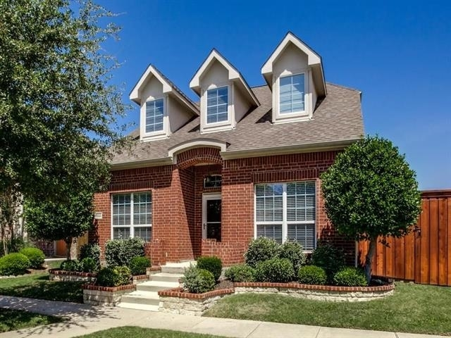 3 Bedrooms, Queen's Gate Rental in Dallas for $2,400 - Photo 2