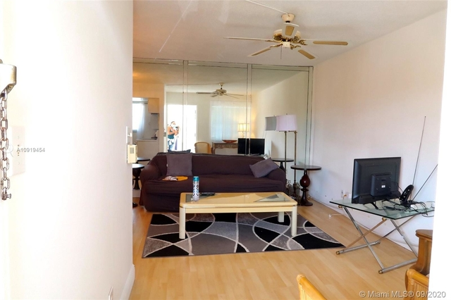 1 Bedroom, North Central Hollywood Rental in Miami, FL for $900 - Photo 2