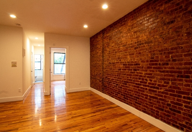 3 Bedrooms, Yorkville Rental in NYC for $2,800 - Photo 1