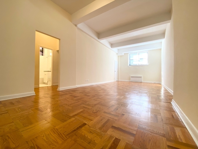 2 Bedrooms, Forest Hills Rental in NYC for $2,150 - Photo 1