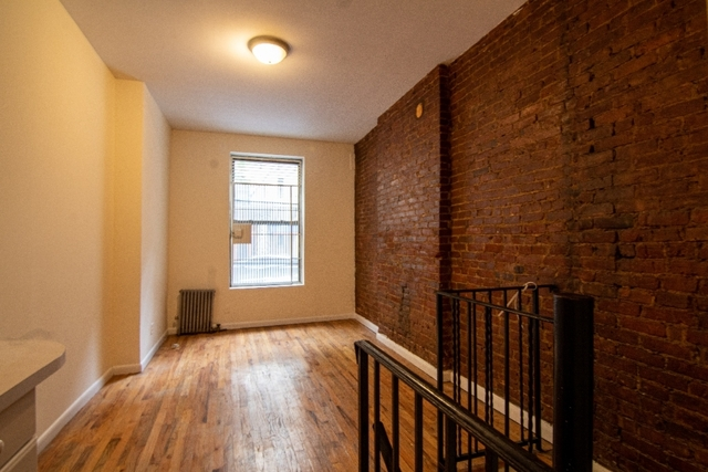 2 Bedrooms, Upper East Side Rental in NYC for $2,800 - Photo 1