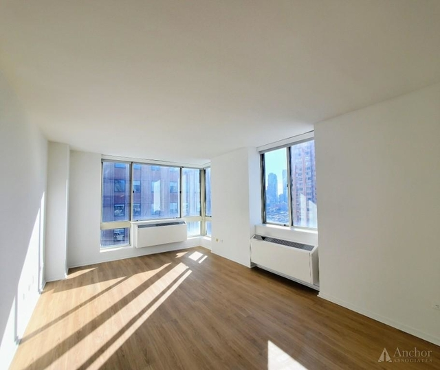 2 Bedrooms, Hell's Kitchen Rental in NYC for $4,325 - Photo 1
