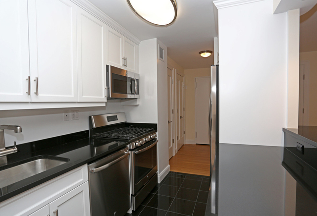 2 Bedrooms, Lincoln Square Rental in NYC for $4,000 - Photo 2