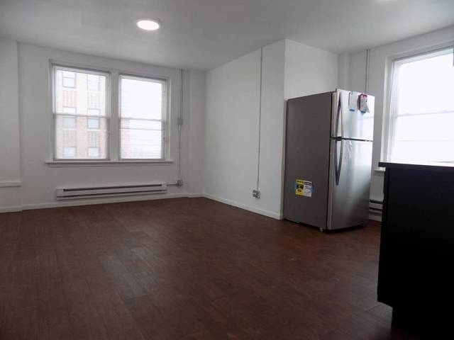 1 Bedroom, South Shore Rental in Chicago, IL for $875 - Photo 2
