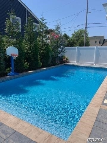 4 Bedrooms, Lido Beach Rental in Long Island, NY for $7,500 - Photo 1