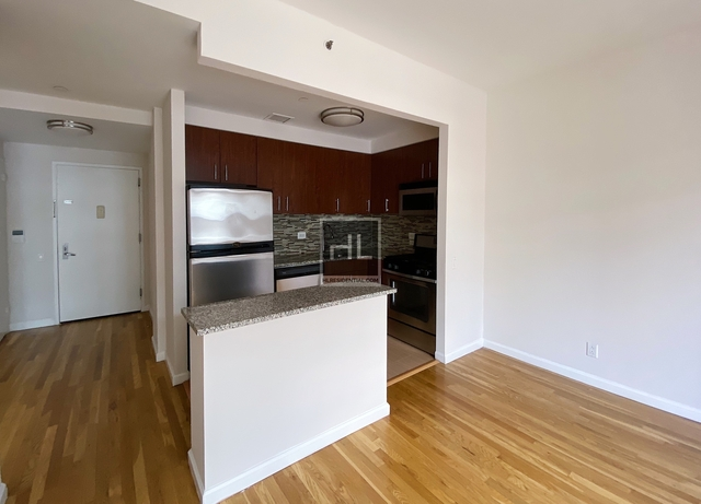 1 Bedroom, Chelsea Rental in NYC for $2,936 - Photo 2