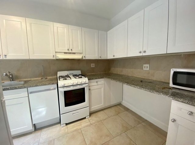 3 Bedrooms, Chelsea Rental in NYC for $4,650 - Photo 2