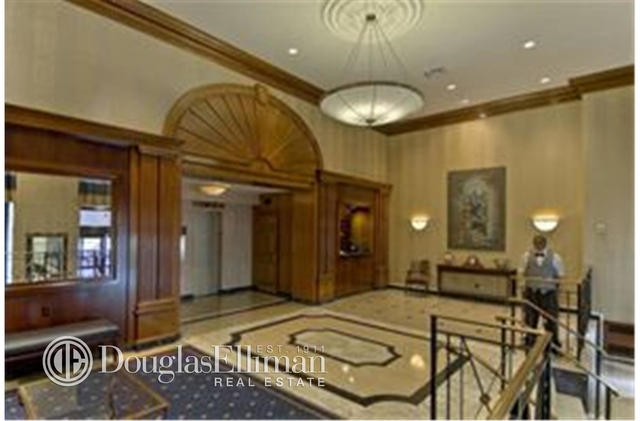 2 Bedrooms, Lincoln Square Rental in NYC for $5,833 - Photo 2