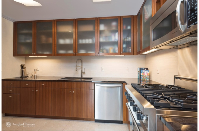 2 Bedrooms, Turtle Bay Rental in NYC for $8,000 - Photo 2