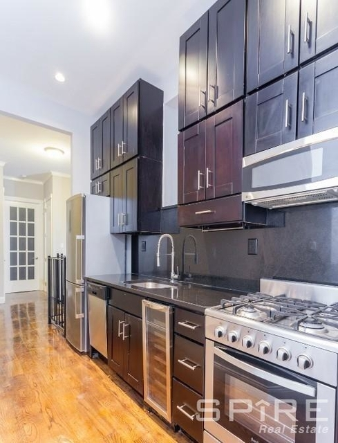 4 Bedrooms, East Village Rental in NYC for $6,214 - Photo 2
