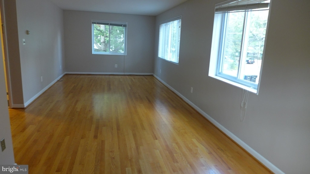 2 Bedrooms, Ballston - Virginia Square Rental in Washington, DC for $2,200 - Photo 2