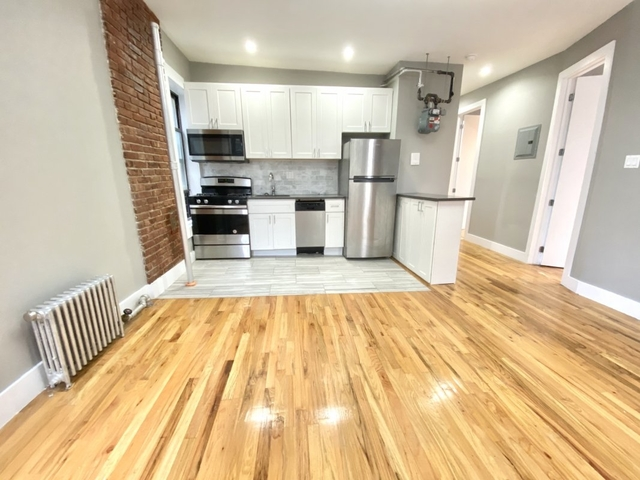 3 Bedrooms, Washington Heights Rental in NYC for $2,395 - Photo 2