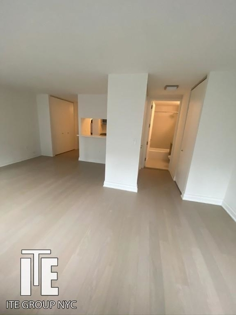 Studio, Yorkville Rental in NYC for $2,575 - Photo 2