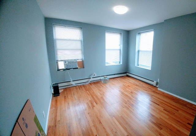 3 Bedrooms, Carroll Gardens Rental in NYC for $2,700 - Photo 1