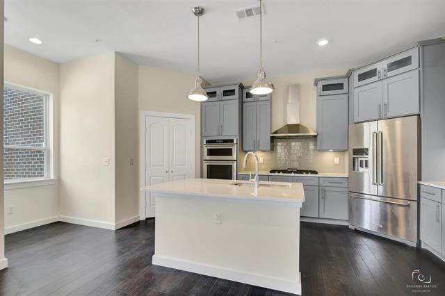 3 Bedrooms, Arlington Rental in Dallas for $2,495 - Photo 1