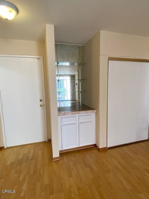 1 Bedroom, Hollywood Hills West Rental in Los Angeles, CA for $2,100 - Photo 2