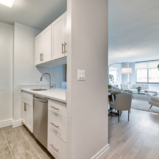 1 Bedroom, Yorkville Rental in NYC for $2,090 - Photo 2