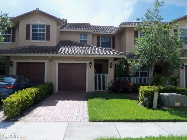 3 Bedrooms, Rolling Hills Golf & Tennis Club Rental in Miami, FL for $2,400 - Photo 1