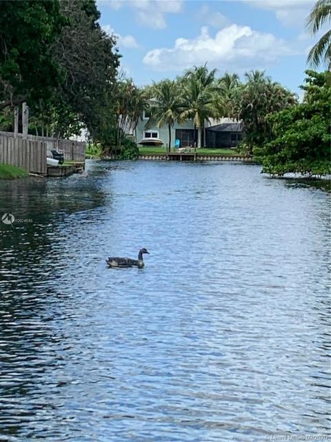 3 Bedrooms, Rolling Hills Lake Estates Rental in Miami, FL for $3,000 - Photo 1