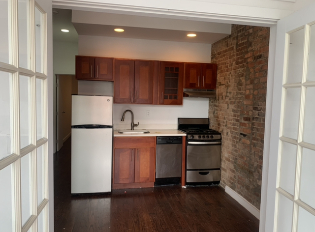 3 Bedrooms, Crown Heights Rental in NYC for $2,567 - Photo 1