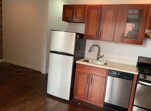 3 Bedrooms, Crown Heights Rental in NYC for $2,567 - Photo 2