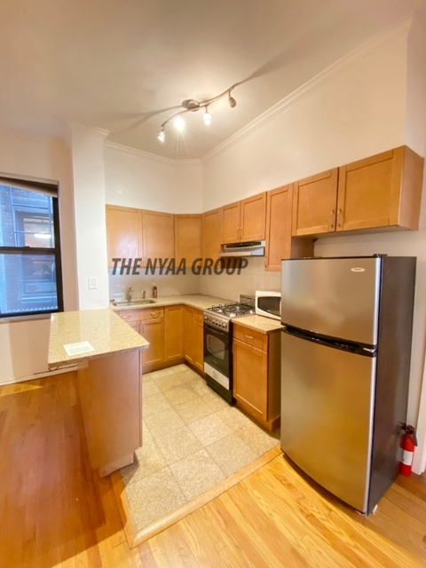 3 Bedrooms, Upper East Side Rental in NYC for $3,000 - Photo 1