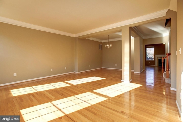 3 Bedrooms, Farmwell Hunt Rental in Washington, DC for $2,600 - Photo 2