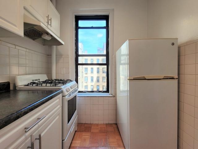1 Bedroom, Astoria Rental in NYC for $1,756 - Photo 2