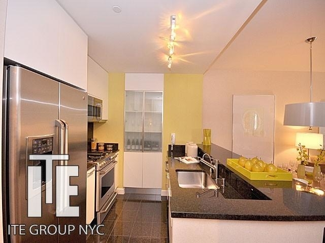 2 Bedrooms, Garment District Rental in NYC for $4,265 - Photo 2