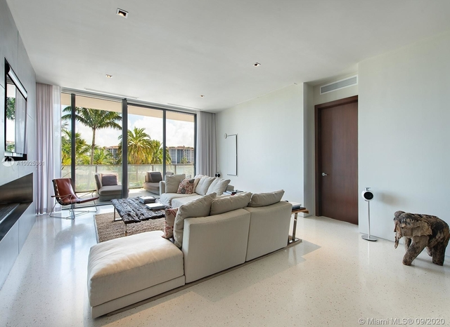 3 Bedrooms, South Pointe Towers Condominiums Rental in Miami, FL for $29,000 - Photo 2