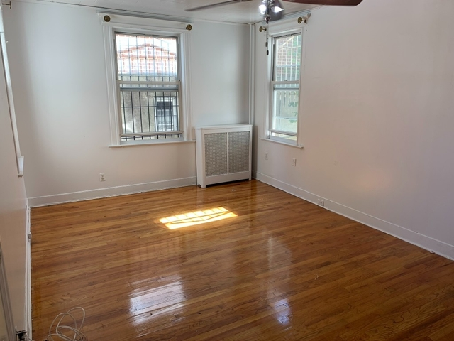 3 Bedrooms, Elmhurst Rental in NYC for $2,900 - Photo 2