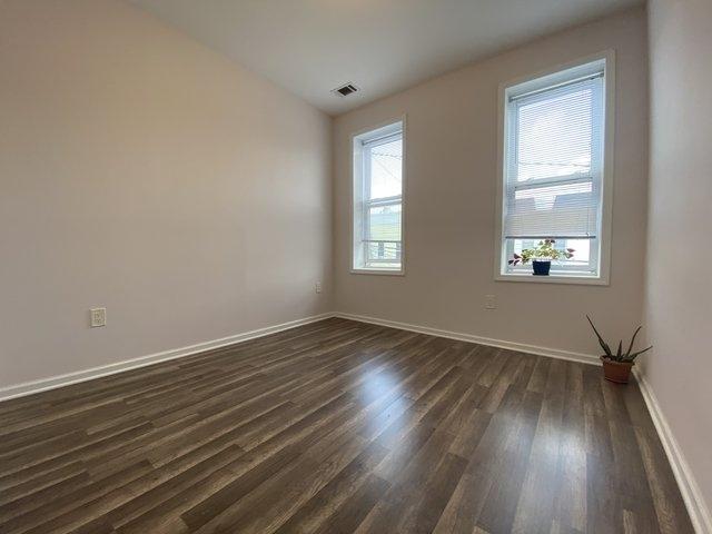 3 Bedrooms, Ridgewood Rental in NYC for $2,700 - Photo 2