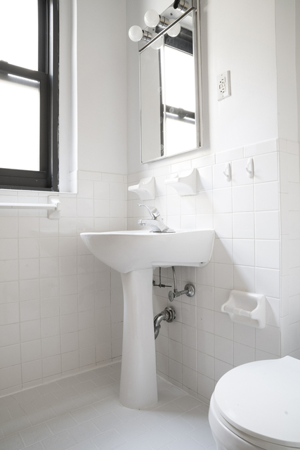 1 Bedroom, Carnegie Hill Rental in NYC for $2,250 - Photo 2