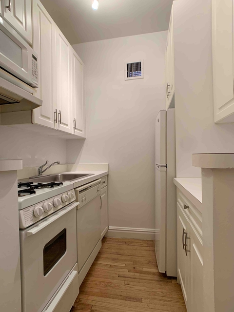 2 Bedrooms, Yorkville Rental in NYC for $2,246 - Photo 2