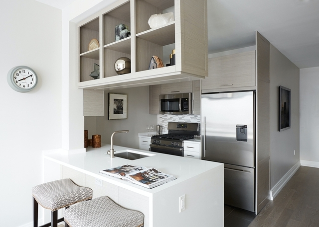Studio, Hell's Kitchen Rental in NYC for $3,171 - Photo 2