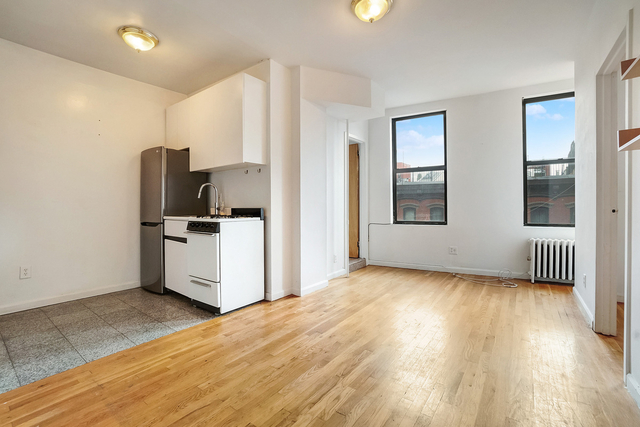 2 Bedrooms, Little Italy Rental in NYC for $2,595 - Photo 2