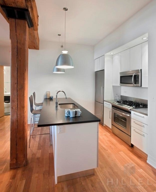 2 Bedrooms, DUMBO Rental in NYC for $4,778 - Photo 2