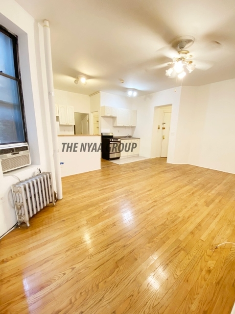 3 Bedrooms, Yorkville Rental in NYC for $3,000 - Photo 2